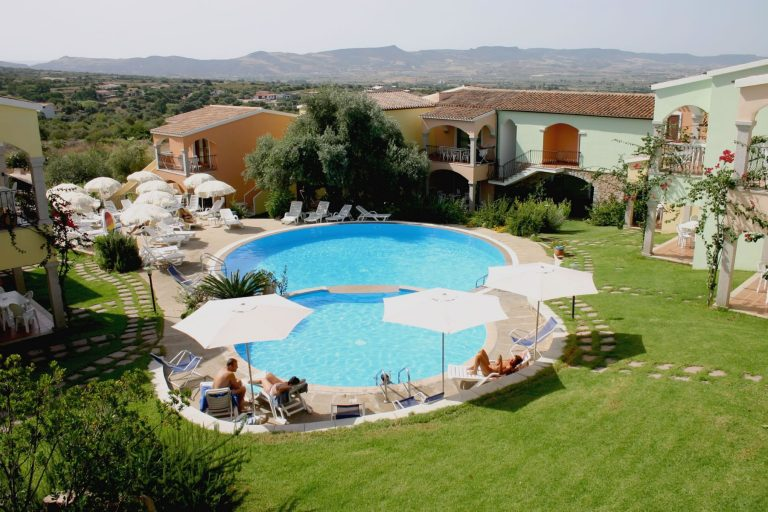 residence-badus-esterni-piscina-01