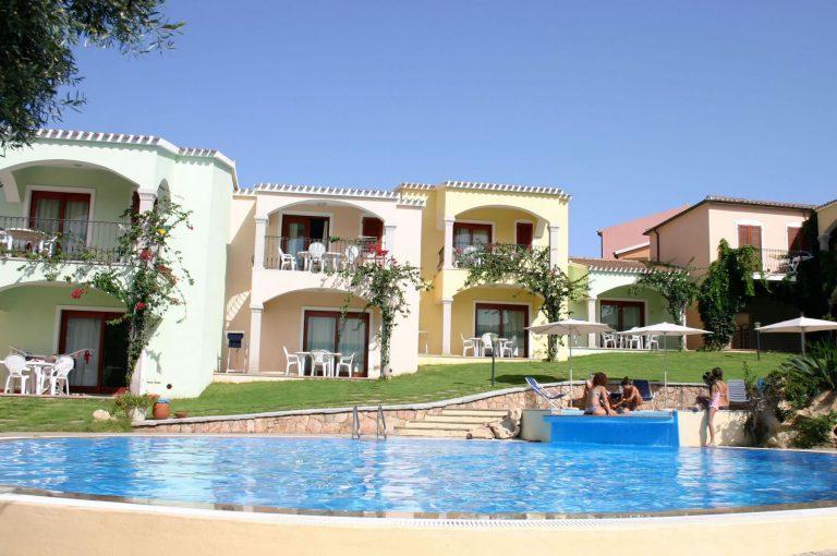 residence-badus-esterni-piscina-02