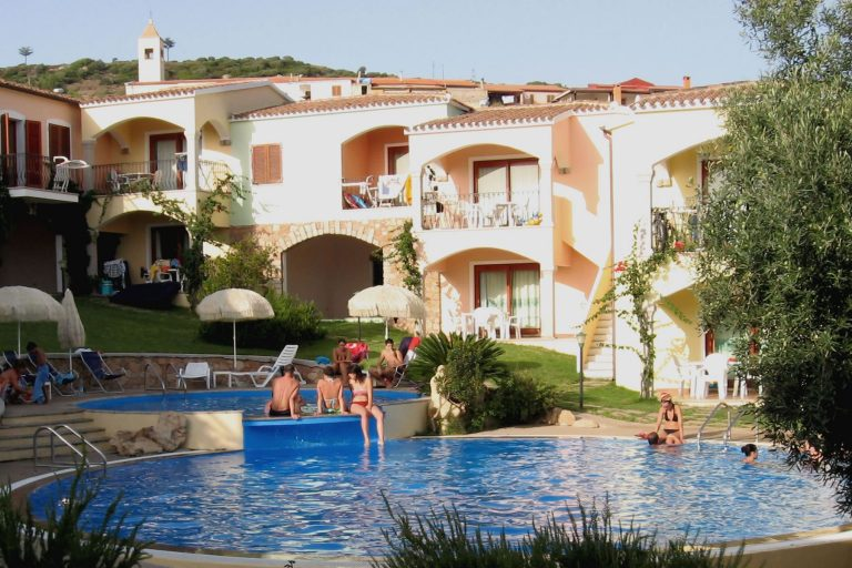 residence-badus-esterni-piscina-04
