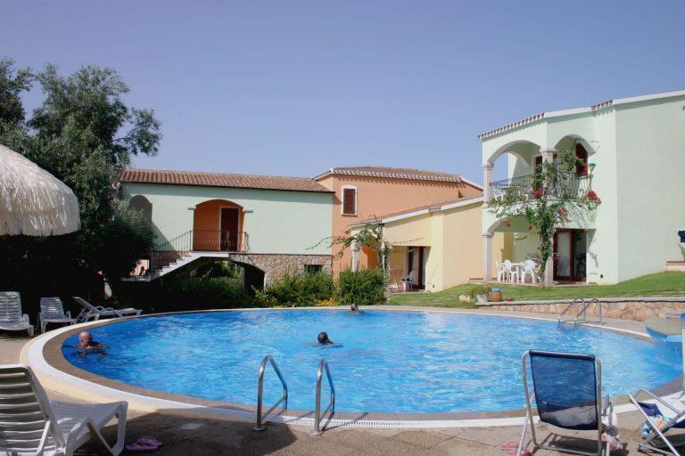 residence-badus-esterni-piscina-05